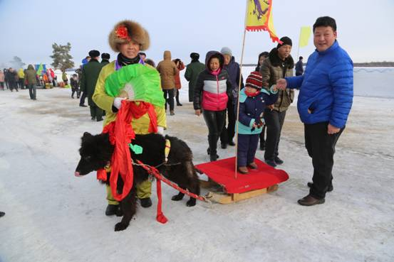 璦琿上元節遊客在玩雪地拉爬犁(張輝 攝)1