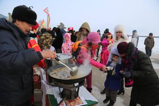 璦琿上元節愛輝區各地的風味小吃和特色産品場面火爆(張輝 攝)3